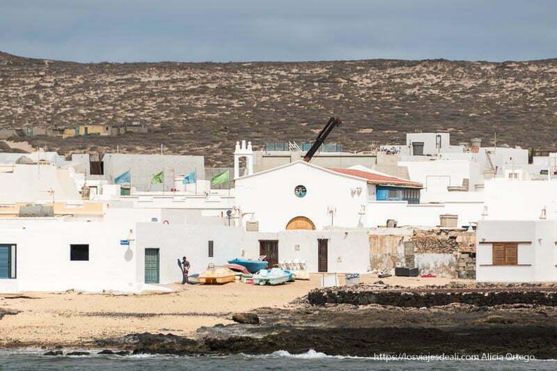 casas de caleta del sebo de La Graciosa vistas desde el mar