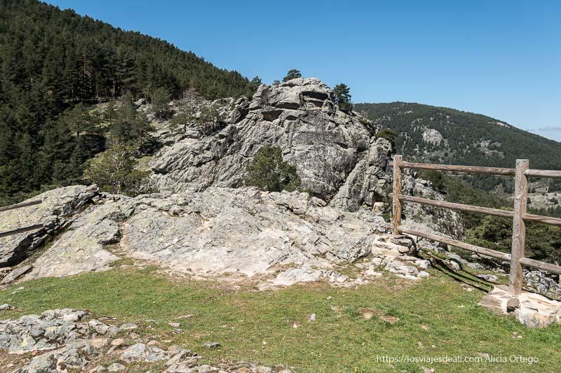 segundo mirador con pared de roca enfrente