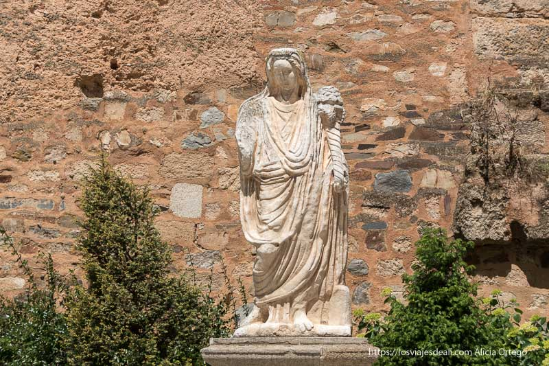 estatua de la diosa ceres en cáceres