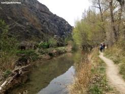 Caminando junto al río