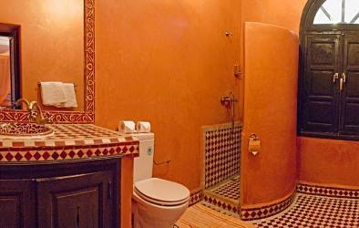 Baño rojo en el Riad Losra