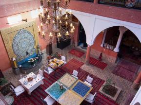 Escapada invernal a Marrakech, patio tradicional en el Riad Losra
