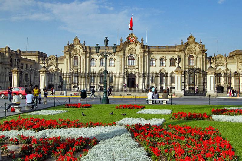 Peru-Lima-Palacio-de-Gobierno-Plaza-de-Armas-L