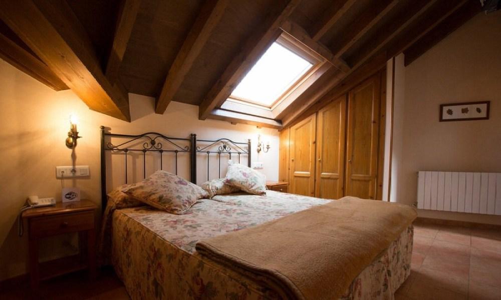 hotel-naranjo-de-bulnes-habitacion-doble-superior-07-nggid0210-ngg0dyn-0x0x100-00f0mw010c010r110f110mr010t010