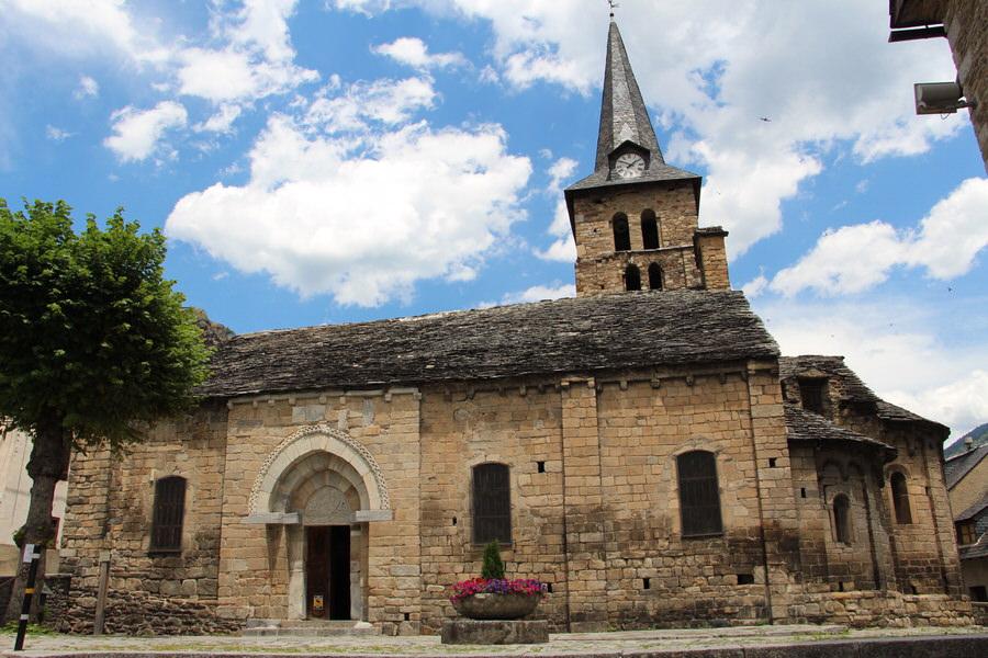 -Puerta Principal Iglesia de la Asunción de María de Bossost-