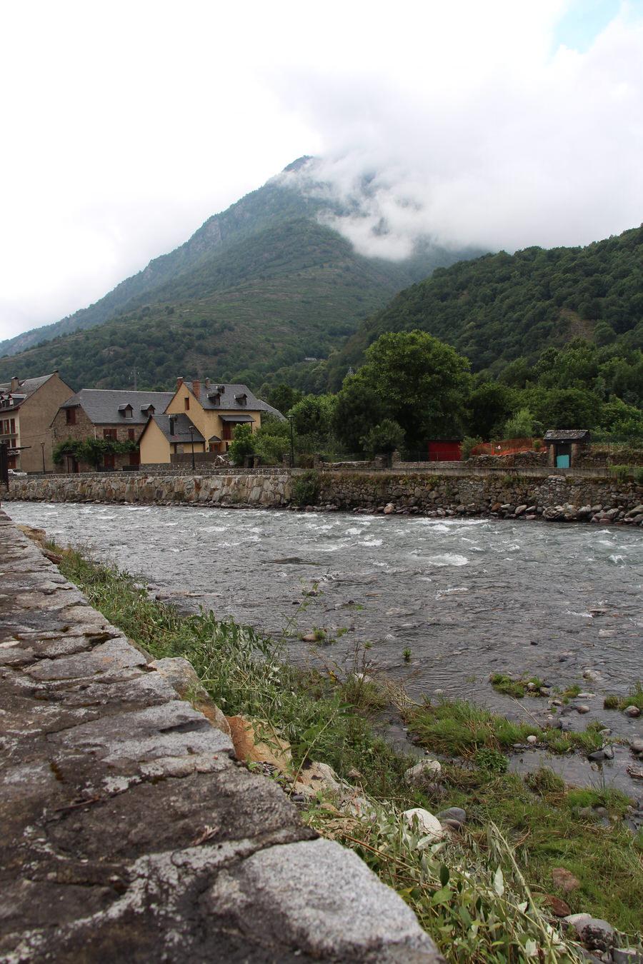 -Río Garona a su paso por Bossost-