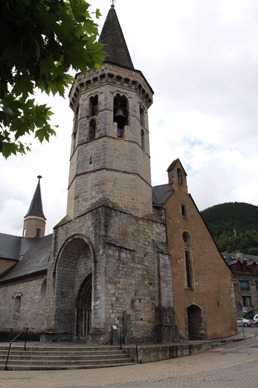 -Exterior Iglesia de San Miguel, Vielha-