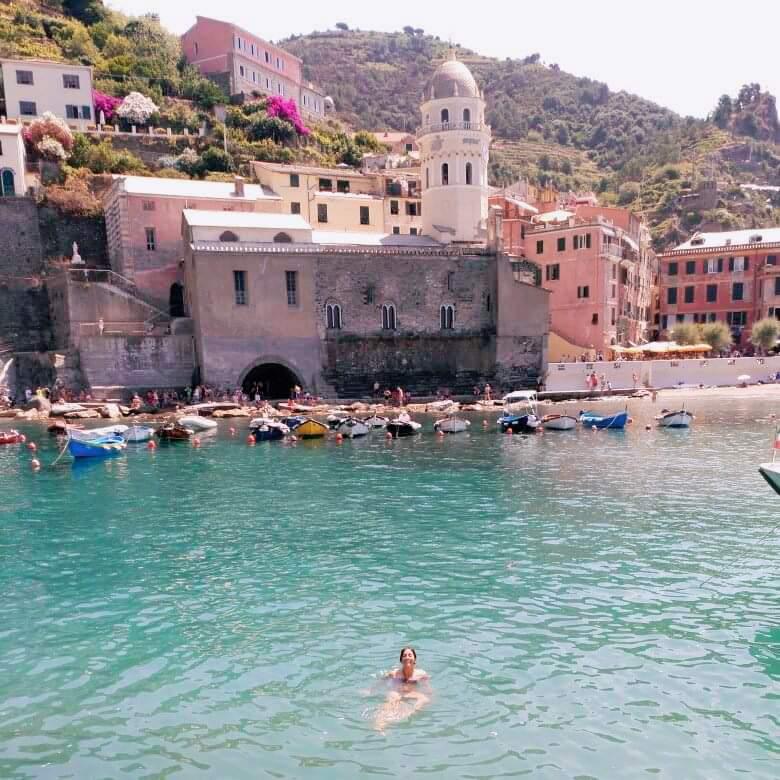 -Un baño en Vernazza, después de la caminata-