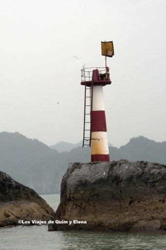 Un faro en la Bahía de Ha-Long