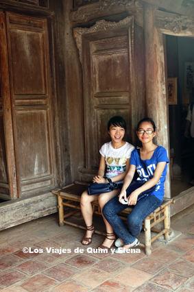 Sonia y Clara en el museo etnográfico