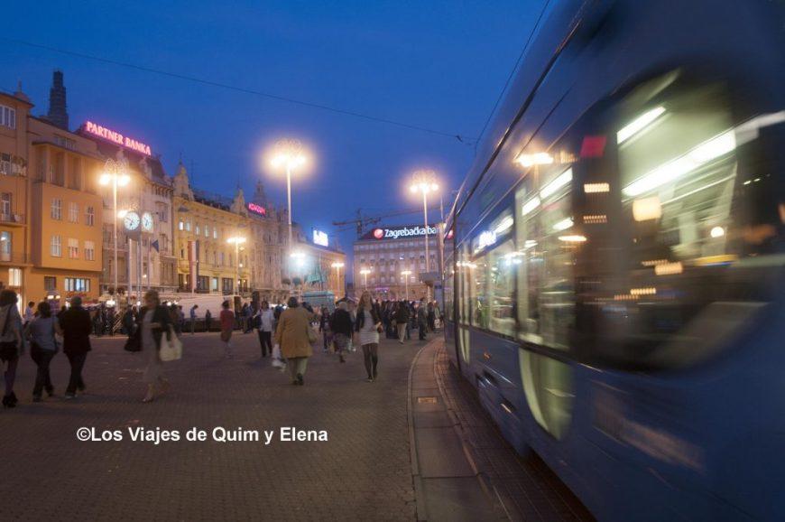 Tranvía en la plaza Jelacica, visitar Croacia