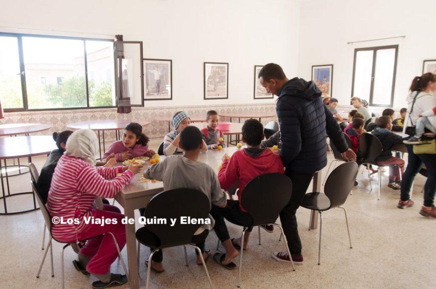 Niños en el comedor de Fiers et Forts
