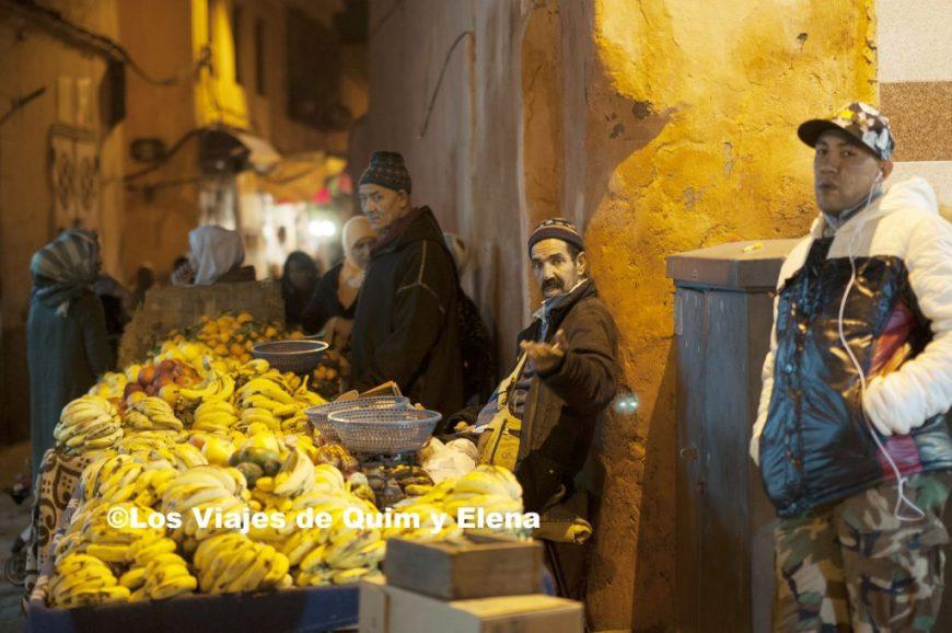 Vendedor de plátanos en la medina