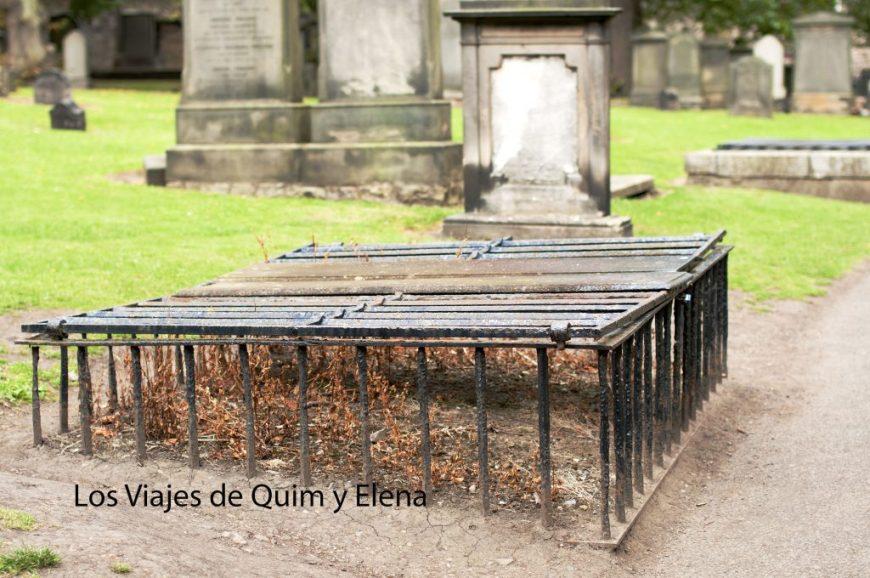 Sepultura protegida para que no robasen el cuerpo - Edimburgo
