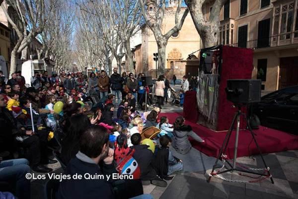 Disfrutando de las marionetas en Carnaval en Mallorca