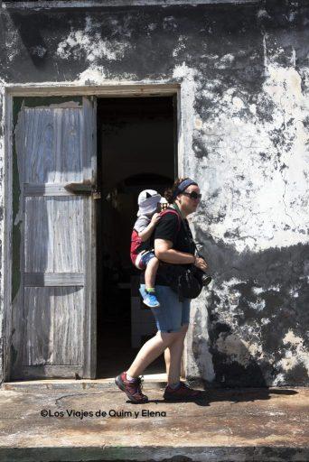Elena y Éric en Ponta do Sol, Cabo Verde, viajar con niños