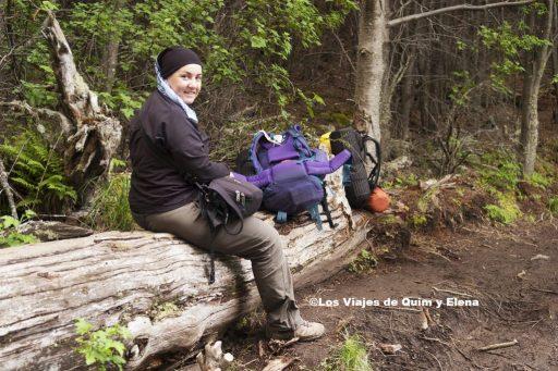 Elena descansando en el parque Nacional Torres del Paine