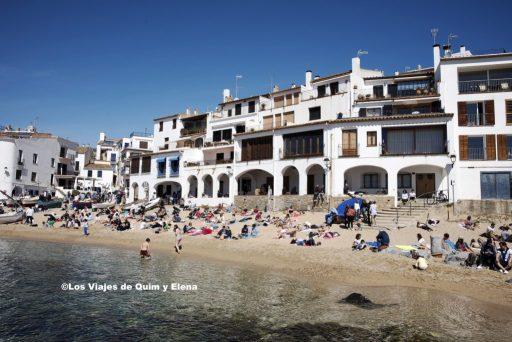 La playa a los pies de Calella de Palafrugell