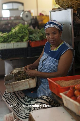 Trabajando en el Mercado Municipal de Mindelo