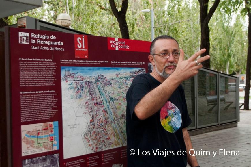 Jordi explicando la historia del refugio antiaéreo