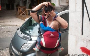 Elena haciendo fotos ayudada por Éric