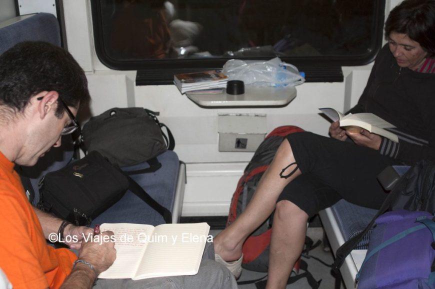 Viajeros al tren en Turquía