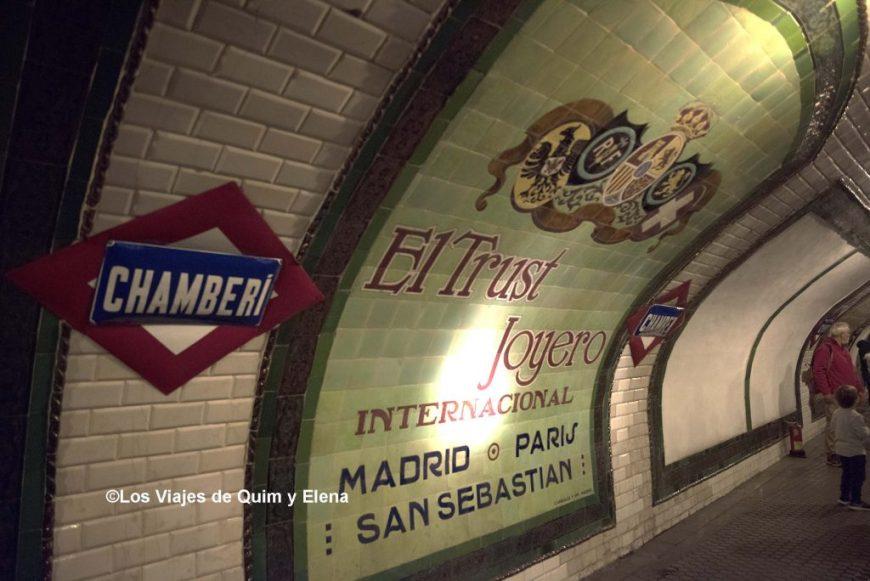 Cartel publicitario en la estación fantasma