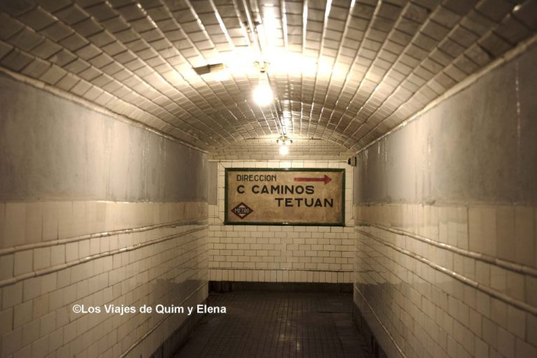 Pasillo de acceso a la estación fantasma de los lugares abandonados