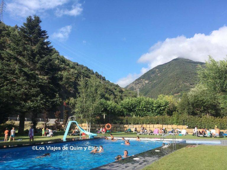 La piscina del Camping Verneda en el valle de Arán
