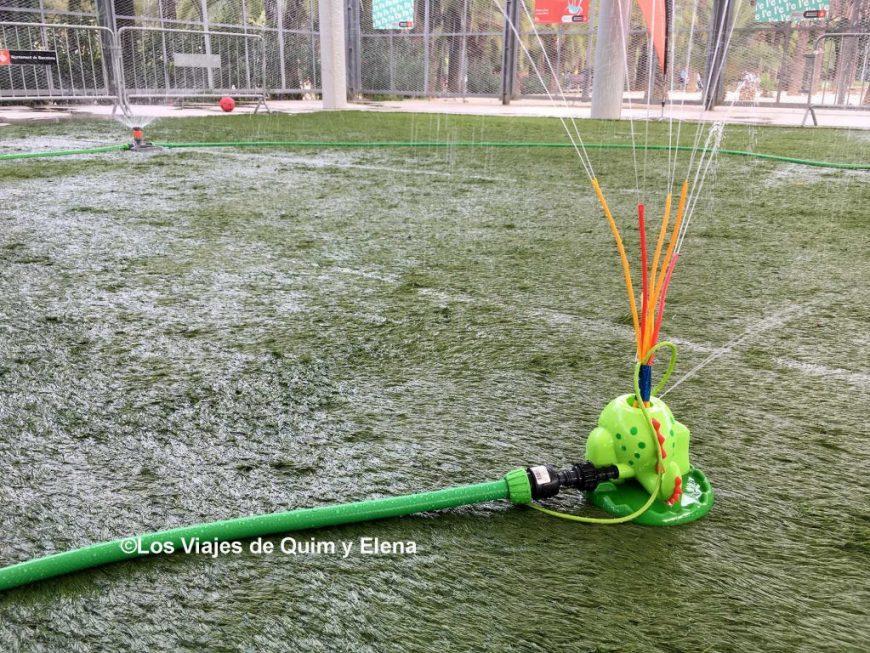 juegos de agua en el Parc Joan Miro