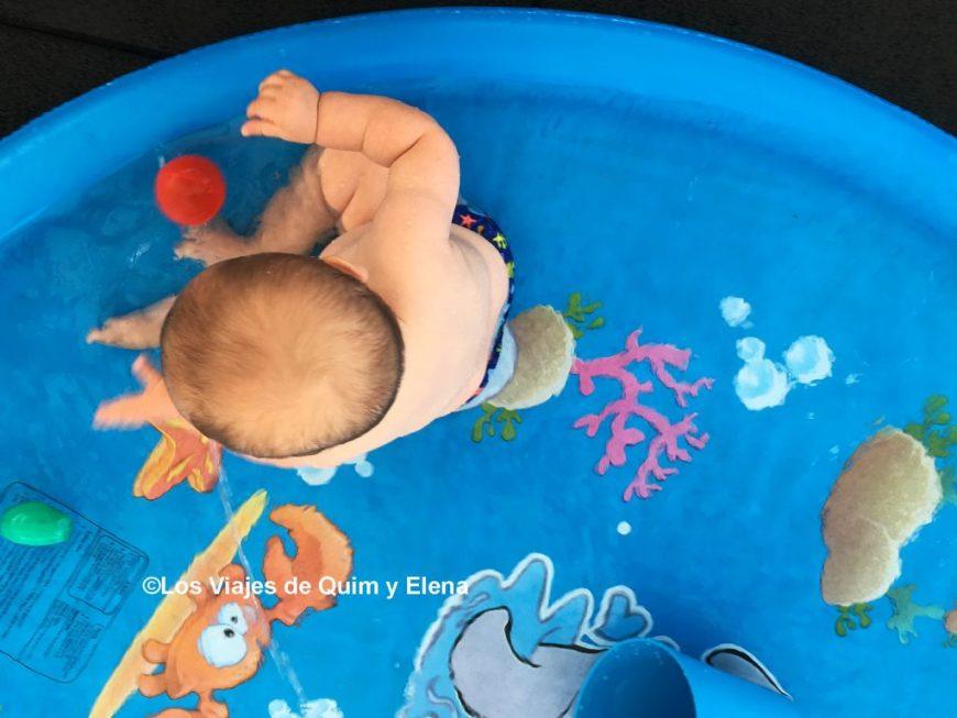 Álex disfrutando de los Juegos de agua