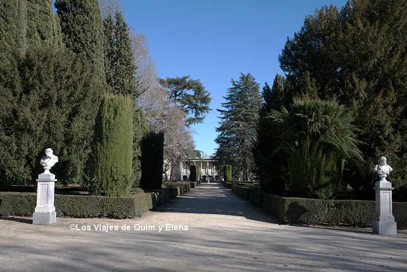 Al fondo el Palacio de los Duques de Osuna