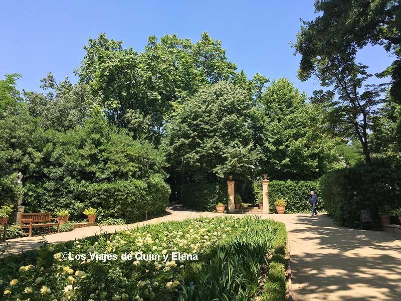 Interior de los Jardines de la Tamarita