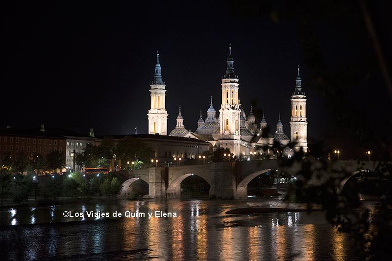 La Basílica del Pilar de noche