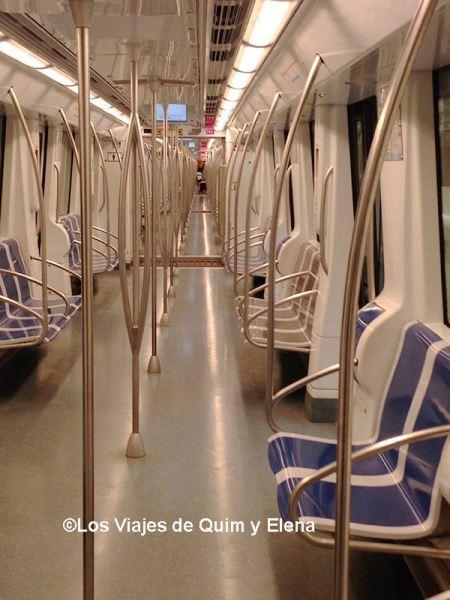 Interior de un convoy del metro de Barcelona