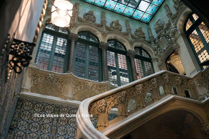 Patio interior del Palau Baró de Quadras en la ruta del modernismo en Barcelona