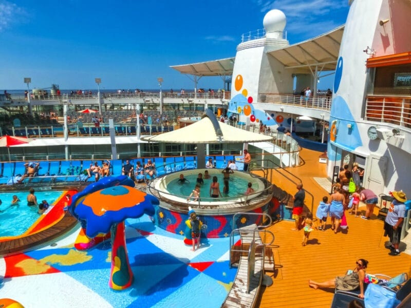Cruceros y niños, Cape Canaveral, USA - April 29, 2018: The upper deck with swimming pools at cruise liner or ship Oasis of the Seas by Royal Caribbean docked in Cape Canaveral, USA on April 29, 2018.