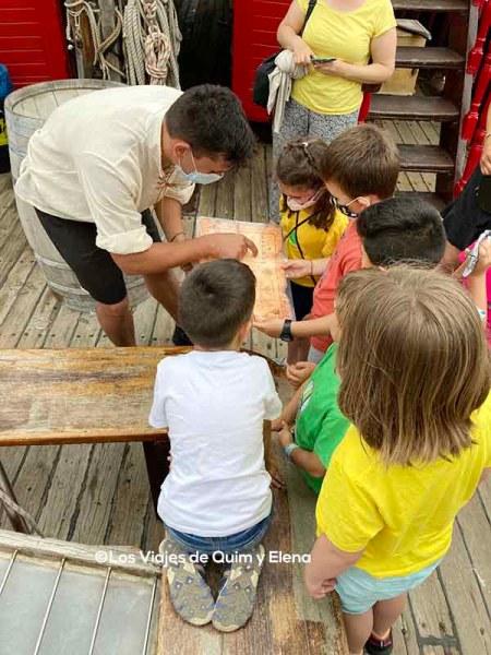 Buscando el tesoro en el barco pirata