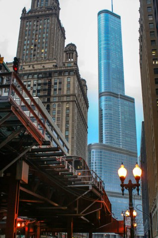 The elevated train tracks winding through Chicago skyscrapers | LotsaSmiles Photography