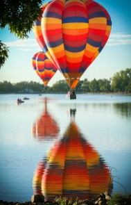 balloon-classic-over-lake