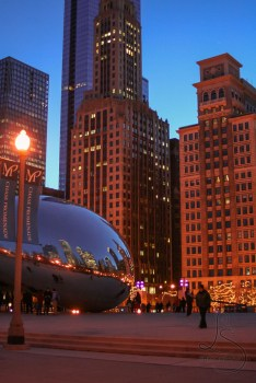 The Bean and skyscrapers in Millenium Park in Chicago at dusk | LotsaSmiles Photography