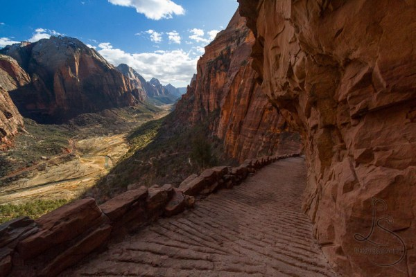 Angels Landing trail descending into the main valley | LotsaSmiles Photography