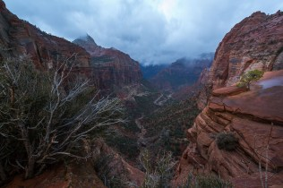 Photostory: Canyon Overlook   LotsaSmiles Photography   Click through to read all about our exciting adventure hiking in the dark and shooting a Zion sunrise in the rain!