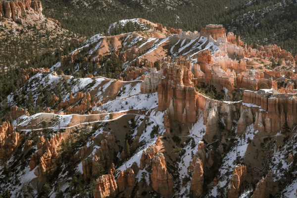 Snowy hoodoos in Bryce Canyon National Park at sunrise | LotsaSmiles Photography