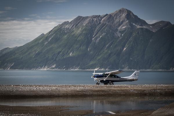 Bush plane in front of an Alaskan mountain range | LotsaSmiles Photography