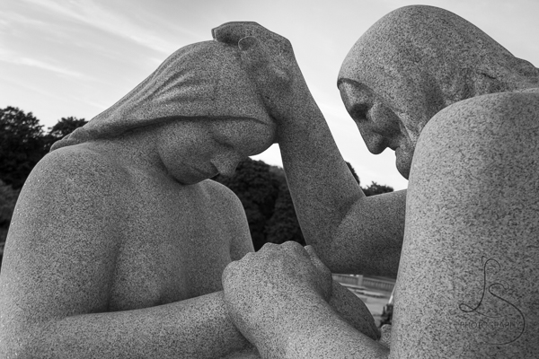 Two statues in Vigeland Park, in monochrome | LotsaSmiles Photography