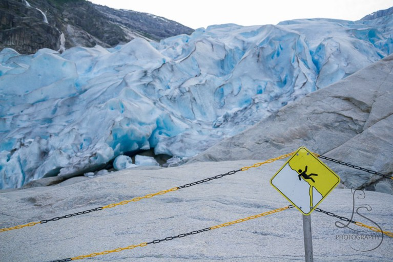 A warning sign in front of the Nigardsbreen glacier in Norway | LotsaSmiles Photography