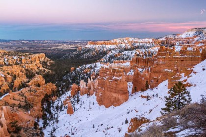 Pastels light the sky over Bryce Canyon as the sun slowly dies