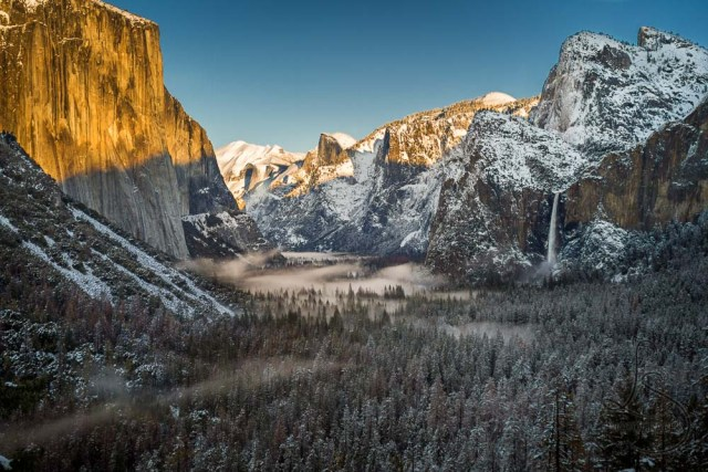 Snowy view from Tunnel View lookout in Yosemite National Park | LotsaSmiles Photography