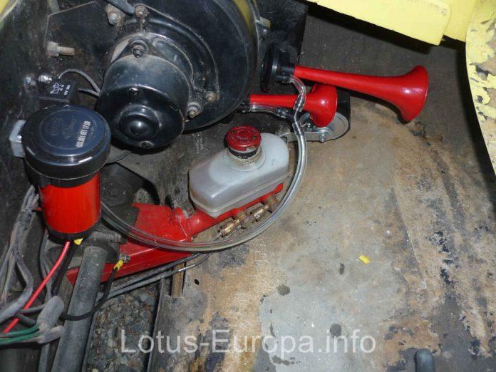 Hella Air Horns in Lotus Europa